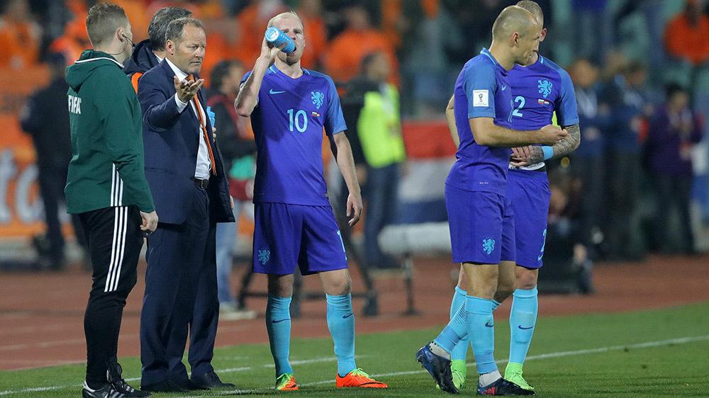 Hà Lan nguy khó: Đừng tin Van Gaal, kẻ đã phá nát MU!