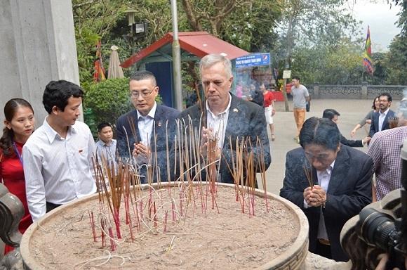 Đại sứ Mỹ, Đền Hùng, Phú thọ