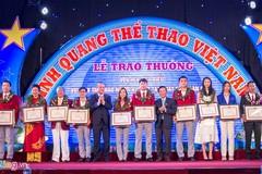 Trao thưởng danh hiệu VĐV tiêu biểu cho xạ thủ Hoàng Xuân Vinh