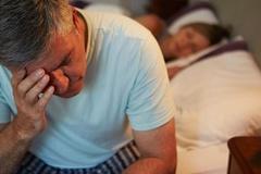 Tại sao chúng ta thường khó ngủ tại khách sạn?