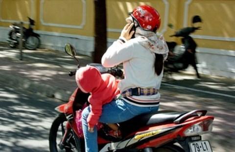 Nguy cơ chết người từ thói quen sử dụng điện thoại khi lái xe