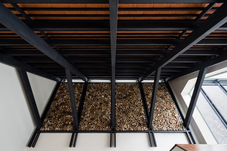 Nhà nửa mái hoài cổ đẹp mê ly của kiến trúc sư Việt