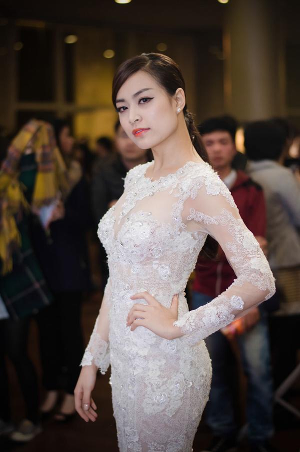 Hoàng Thuỳ Linh đứng chung sân khấu với Girls' Generation