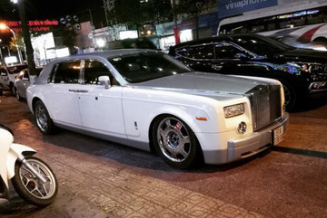 Rolls-Royce tiền tỷ của đại gia Trung Nguyên bị 'vặt' logo
