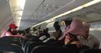 Máy bay trục trặc, gần 200 hành khách bị 'nhốt'