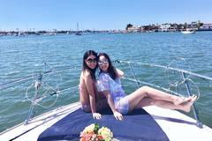 Chị em Jennifer Phạm đọ dáng trên du thuyền triệu đô ở Mỹ