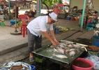 Cụ ông dùng 800m2 đất lập chợ cho người bán hàng rong ở Sài Gòn