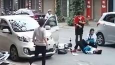 Cú đẩy cửa ô tô bất ngờ khiến 2 em bé suýt chết