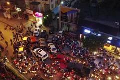Hàng trăm ôtô dồn ứ do bị bịt 'cổng chính' về nhà