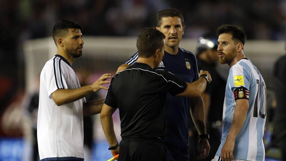 Messi bị treo giò 4 trận, Argentina thua hổ thẹn