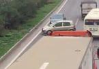 3 lái xe đi ngược chiều trên cao tốc bị phạt nặng