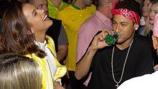 """Neymar """"ăn chơi hết nấc"""" với bồ yêu"""