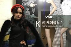 Ngọc Châu sải bước tự tin tại Seoul Fashion Week