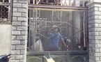 Cán bộ đô thị bị nhốt khi kiểm tra nhà xây trái phép