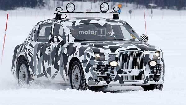Siêu xe mới của ông Putin tung hoành trên hồ băng