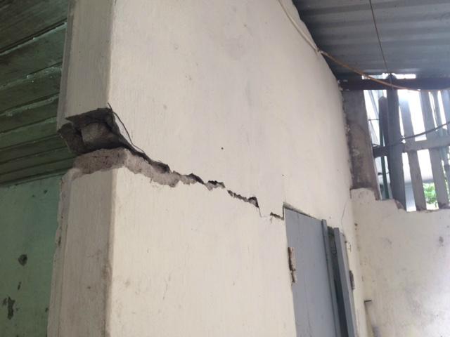 Cuống cuồng đuổi khách trọ vì nhà nứt toác như động đất