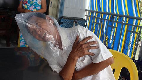 Trùm nilông ngủ vì ô nhiễm nhà máy giấy