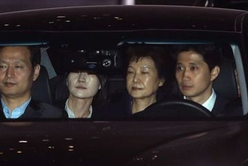 Hàn Quốc bắt giam cựu Tổng thống Park Geun-hye