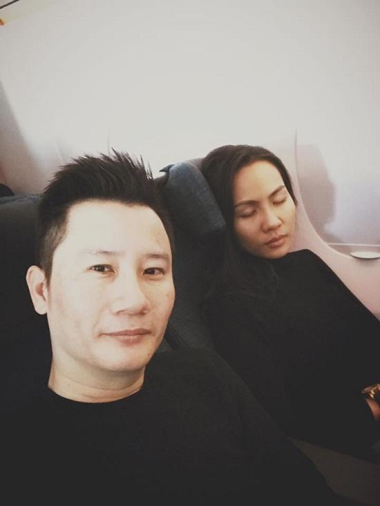 BTV Quang Minh chụp ảnh kỷ niệm 10 năm ngày cưới