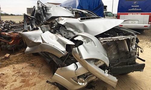 """Toyota Fortuner nát bét, túi khí """"vẫn"""" không nổ tại VN"""