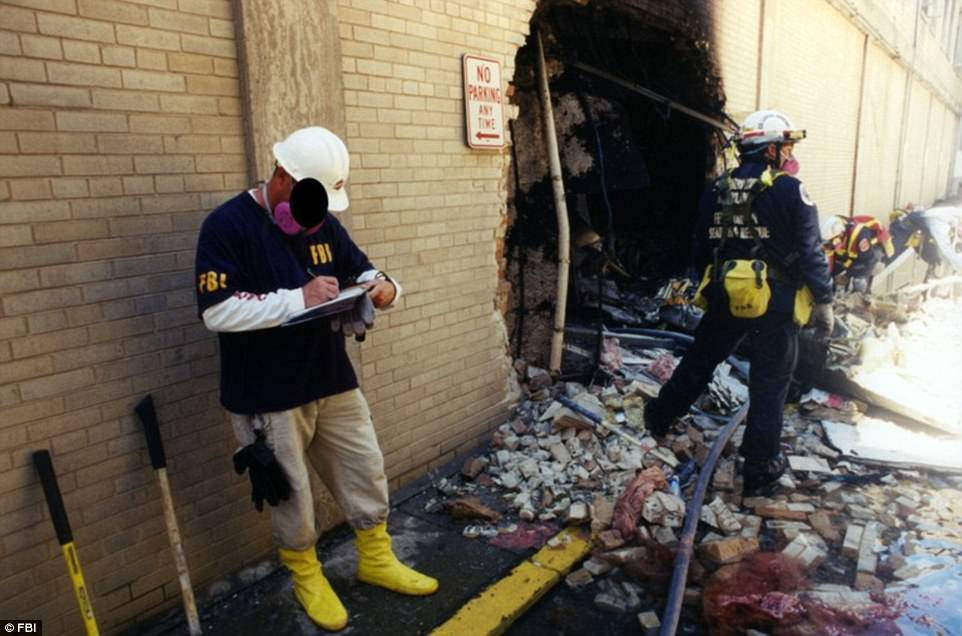 Tiết lộ ảnh Lầu Năm Góc tan hoang sau vụ 11/9
