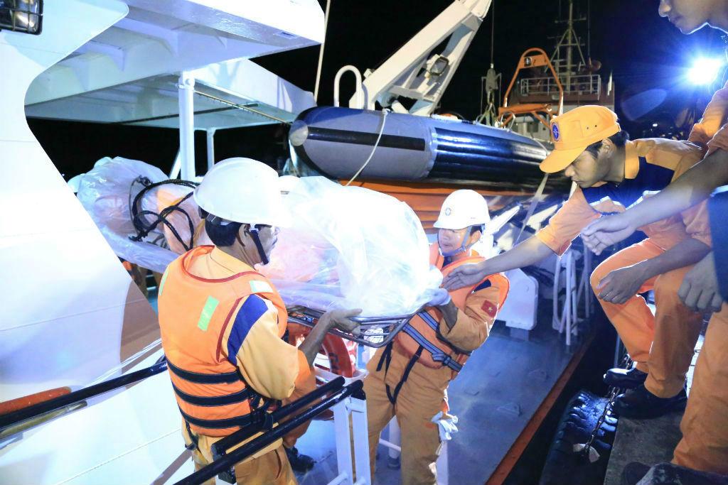 Tìm thấy thi thể thợ máy tàu Hải Thành 26 trên mặt biển