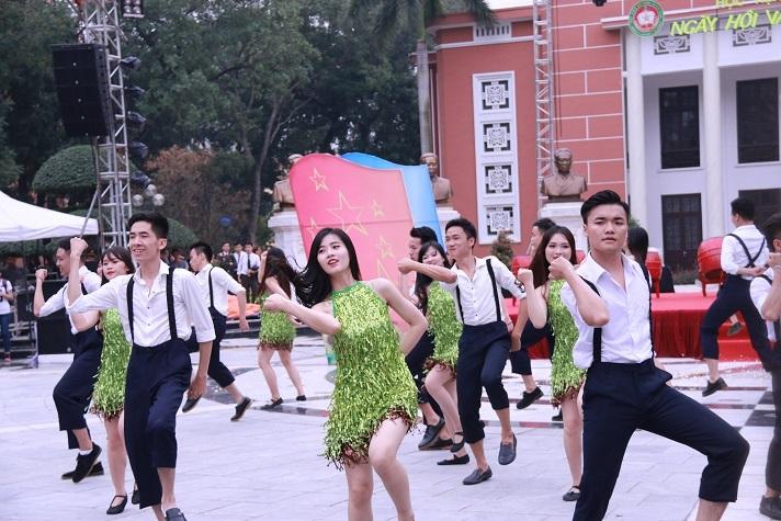 Vẻ xinh tươi Hoa khôi Học viện An ninh nhân dân