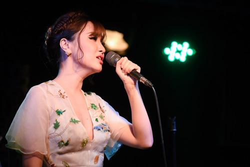 Bích Phương cover bản hit của Ưng Đại Vệ dành tặng fan