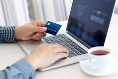 Bực mình mua online: Chuyển tiền 1 phút, cả tháng hàng mới tới tay