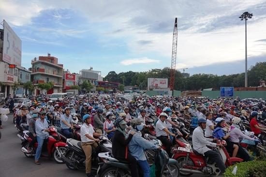 Ám ảnh kẹt xe từ sáng tới tối ở cửa ngõ sân bay Tân Sơn Nhất