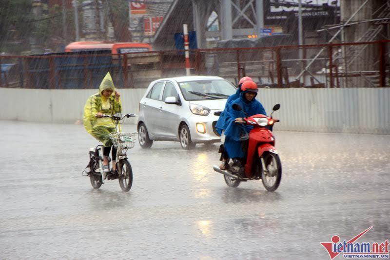 Dự báo thời tiết 1/4: Miền Trung mưa to, gió giật