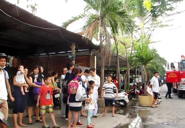 Cháy chung cư ở Sài Gòn lúc mờ sáng, dân nháo nhào tháo chạy