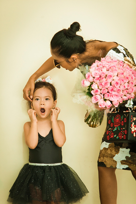Khoảnh khắc đáng yêu của mẹ con ca sĩ Đoan Trang