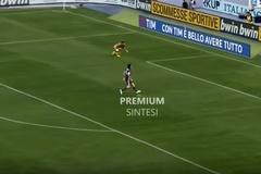 Phì cười với pha xử lý của Donnarumma khiến Milan ôm hận