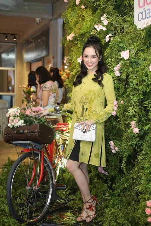Ngọc Trinh, Angela Phương Trinh mặc hở vẫn không đẹp