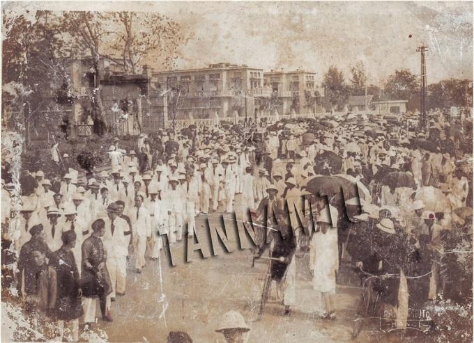 Đám tang rúng động miền Bắc, hàng chục ngàn người đưa tiễn học giả lớn