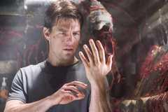 Phim kinh dị của Tom Cruise tung trailer đáng sợ