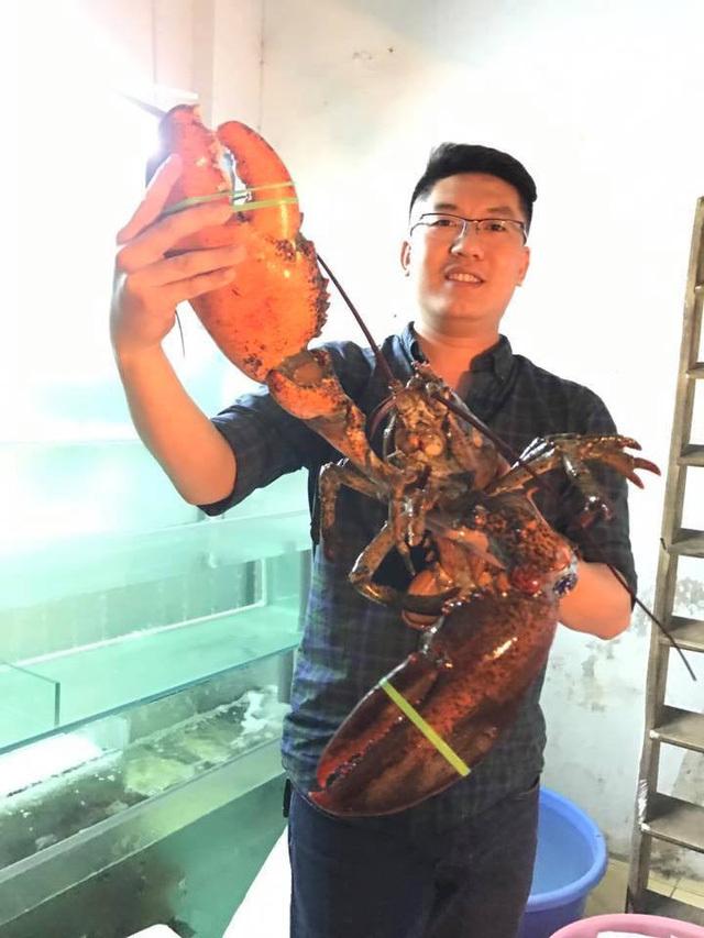 """Người Hà Thành """"săn"""" tôm khổng lồ nặng 5-6kg"""
