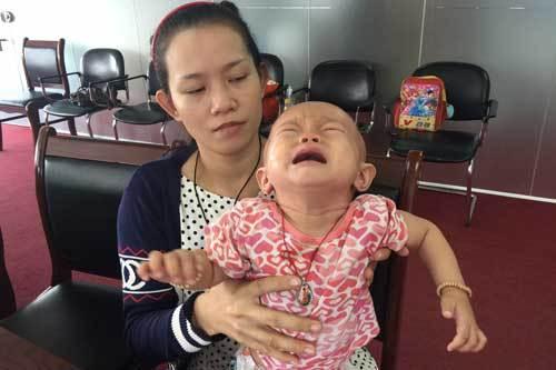 Mẹ mất ăn mất ngủ lo cứu con ung thư 11 tháng tuổi