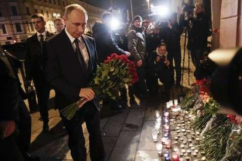 Putin dat vong hoa