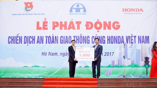 Gần 2.000 đoàn viên tham gia phát động chiến dịch ATGT 2017