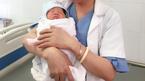 Bé gái Việt Nam nặng 3,3kg chào đời từ trứng đông lạnh