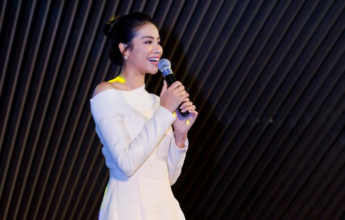 Bất ngờ với giọng hát của Hoa hậu Phạm Hương