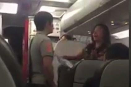 Nữ hành khách la hét, chửi bới khiến máy bay chậm 50 phút