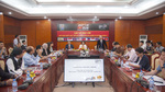 Xạ thủ Hoàng Xuân Vinh chạy tiếp sức hưởng ứng SEA Games 29
