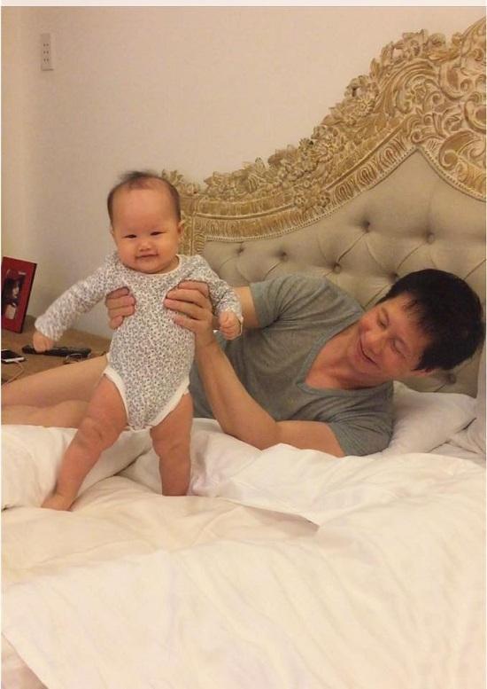 Chuyện tình yêu dài nửa thế kỷ của bố mẹ Hoài Linh