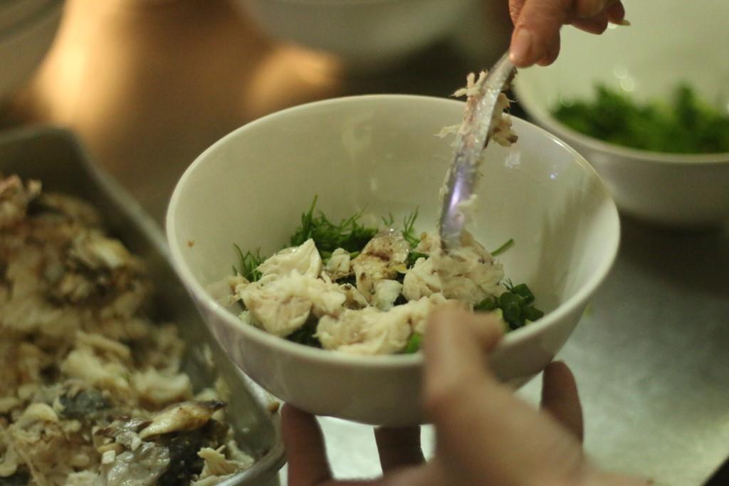Quán cháo cá bán xuyên đêm hơn 20 năm ngon nức tiếng Hà thành