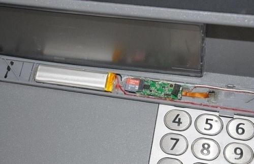 Lật tẩy thủ đoạn mới ăn cắp mật khẩu tinh vi ở các cây ATM