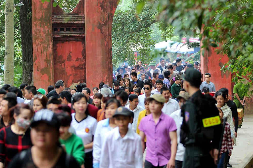Phú Thọ: Cấm du khách mặc phản cảm đi giỗ tổ