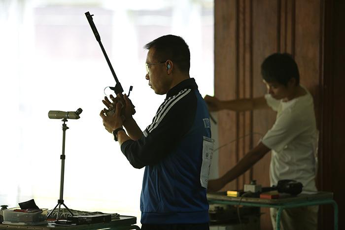 Một ngày ở 'ao làng' của xạ thủ Hoàng Xuân Vinh